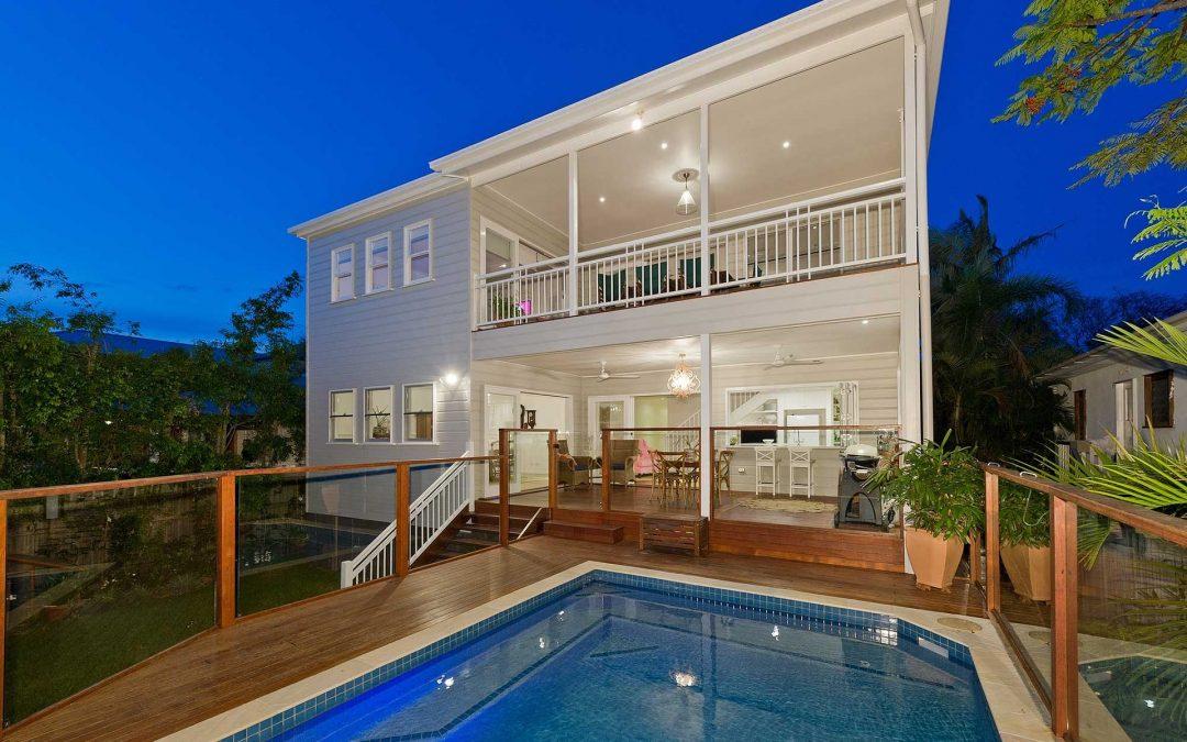 Casa prefabricada de madera modulares y Casa Móvil o Mobile Homes con Piscina Acristalada