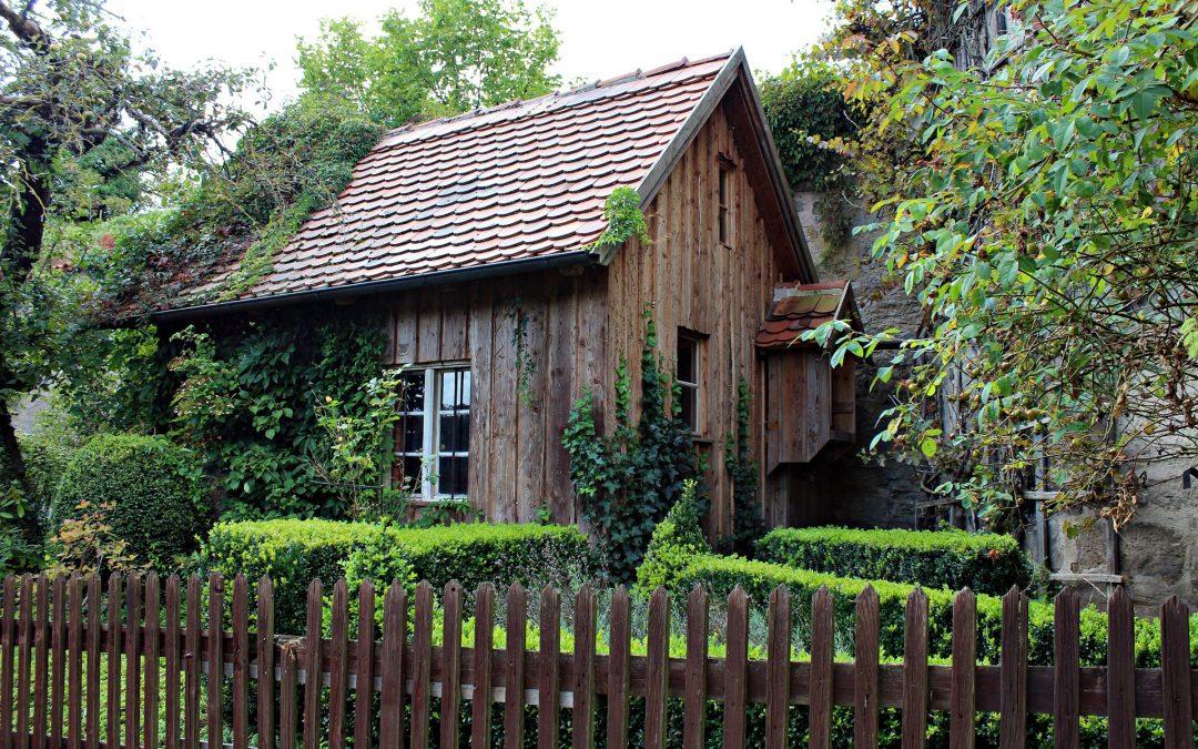 Caseta de Jardín Con Tejas en Marrón